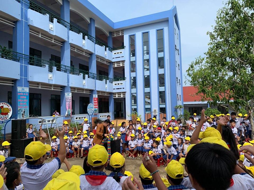 """tổ chức chương trình """"Ngày hội tuổi thơ"""" tại trường Xuân Đường"""